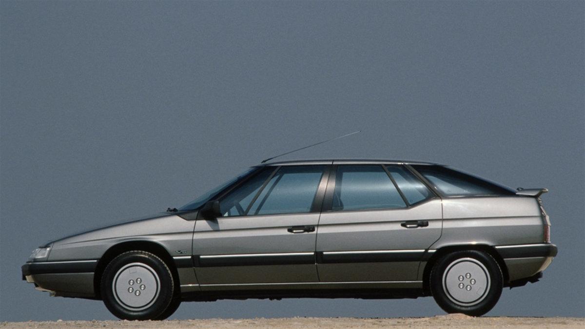 Citroën XM V6 tehtaan esittelykuvassa 1990-luvun alusta.