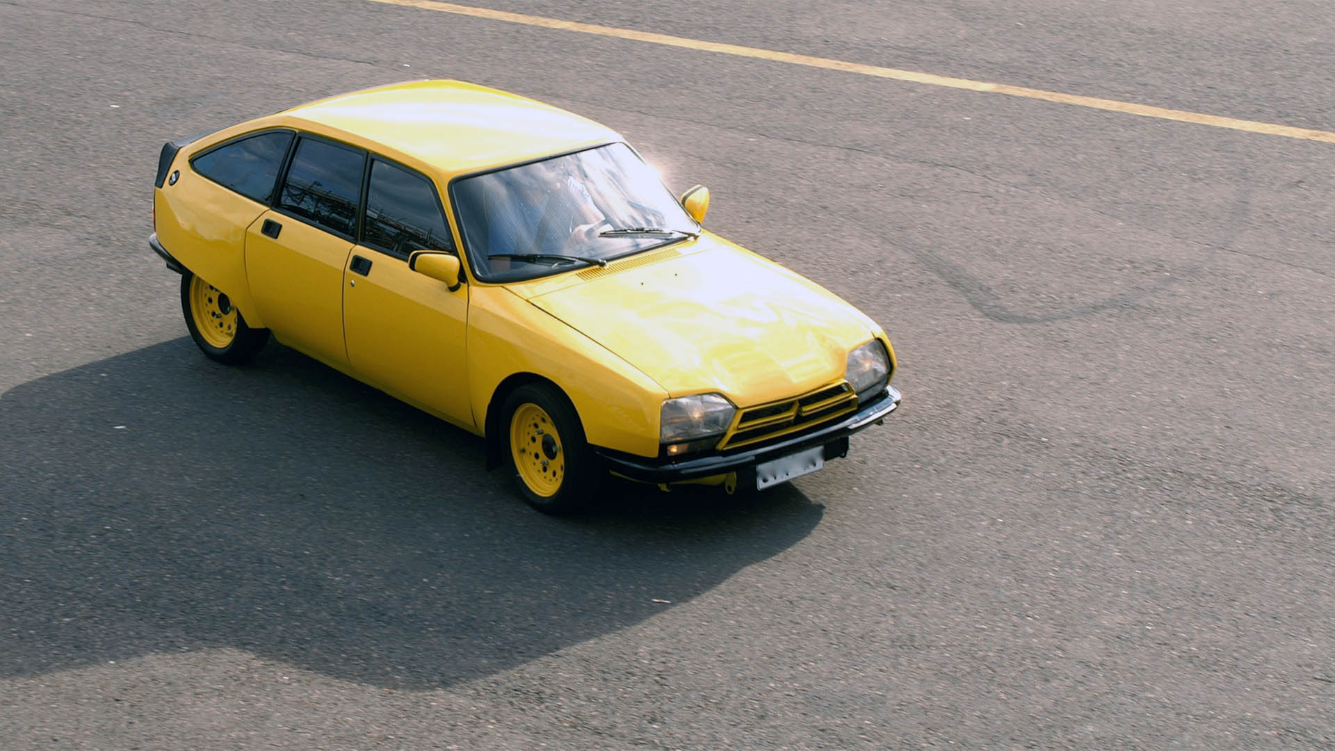 Keltainen rata-ajoon viritetty Citroën GS.