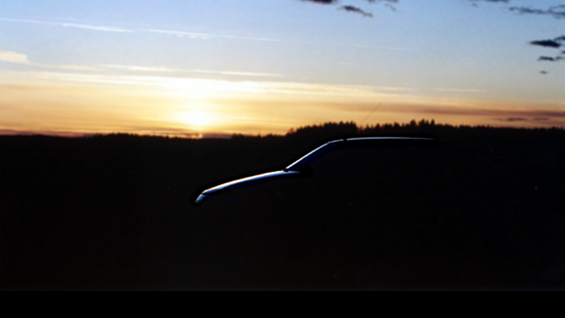 Citroën XM V6:n siluetti auringon laskiessa.